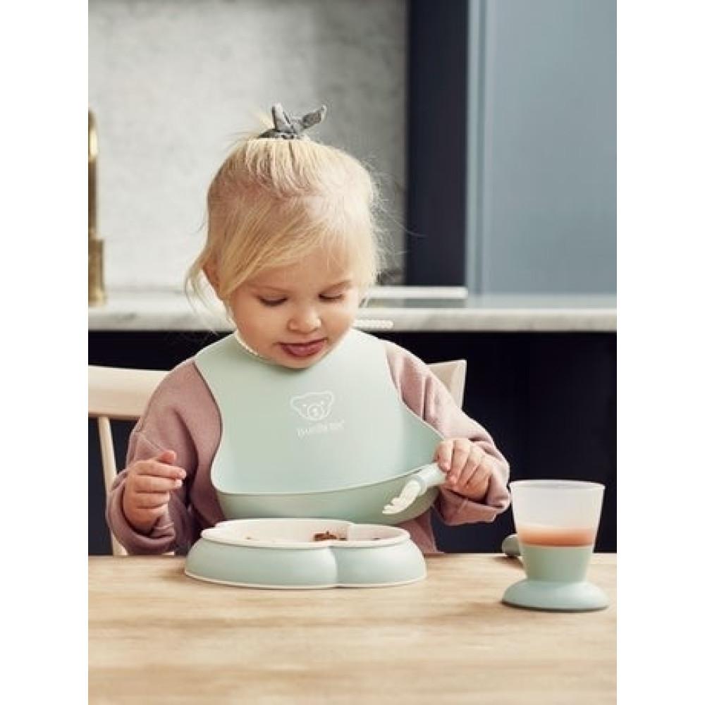 BabyBjorn - Set hranire: farfurie, lingurita, furculita, pahar si bavetica pentru bebe, Powder Green